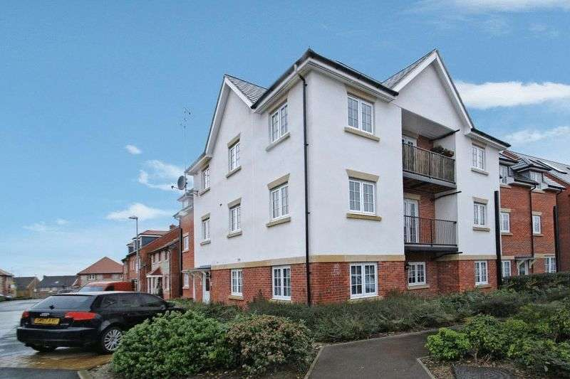 2 Bedrooms Flat for sale in Wellesbourne Crescent, High Wycombe