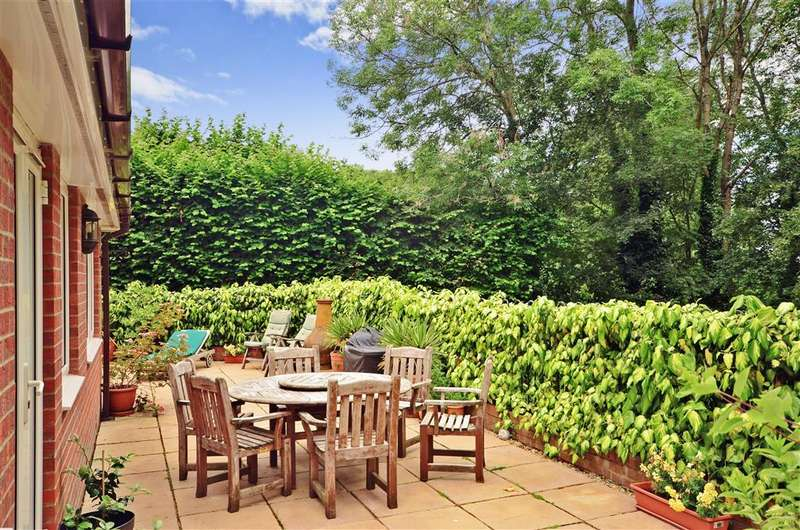 5 Bedrooms Detached House for sale in Timberley Gardens, Uckfield, East Sussex