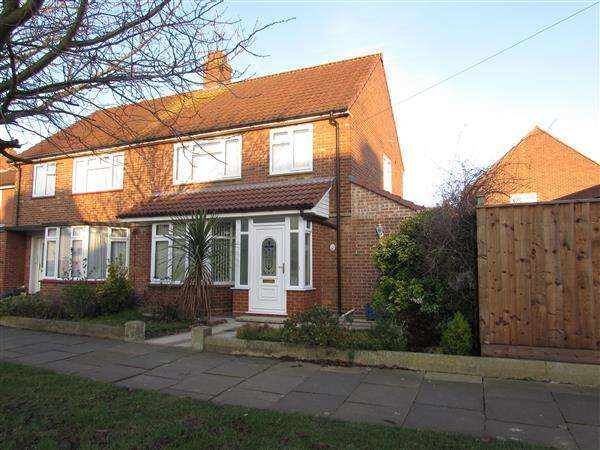 3 Bedrooms Semi Detached House for sale in Renfrew Road, Ipswich