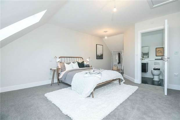 3 Bedrooms Terraced House for sale in Birkbeck Road, Beckenham, Kent