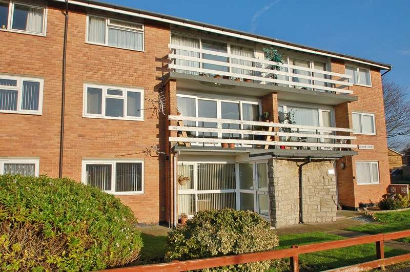 2 Bedrooms Flat for sale in Broadsands Drive, Alverstoke, Gosport