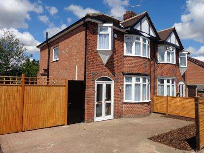 3 Bedrooms Semi Detached House for sale in Stonehill Avenue, Birstall, Leicester