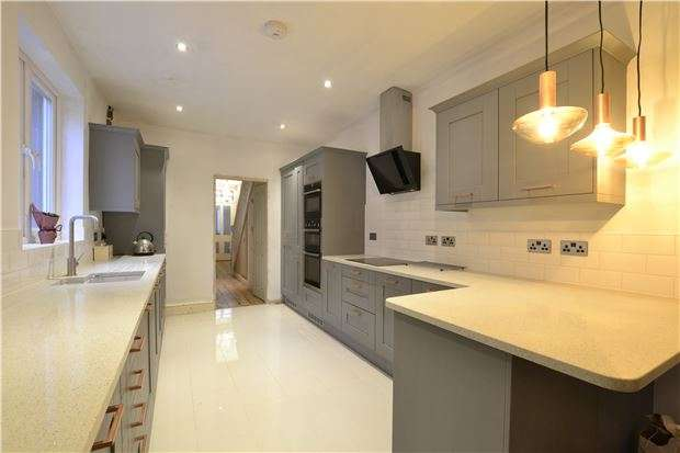 3 Bedrooms Terraced House for sale in Muller Road, Horfield, BRISTOL, BS7 0AA