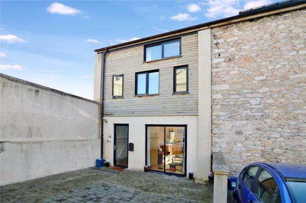 3 Bedrooms End Of Terrace House for sale in Harlington Court, Kingsteignton Road, Newton Abbot, Devon