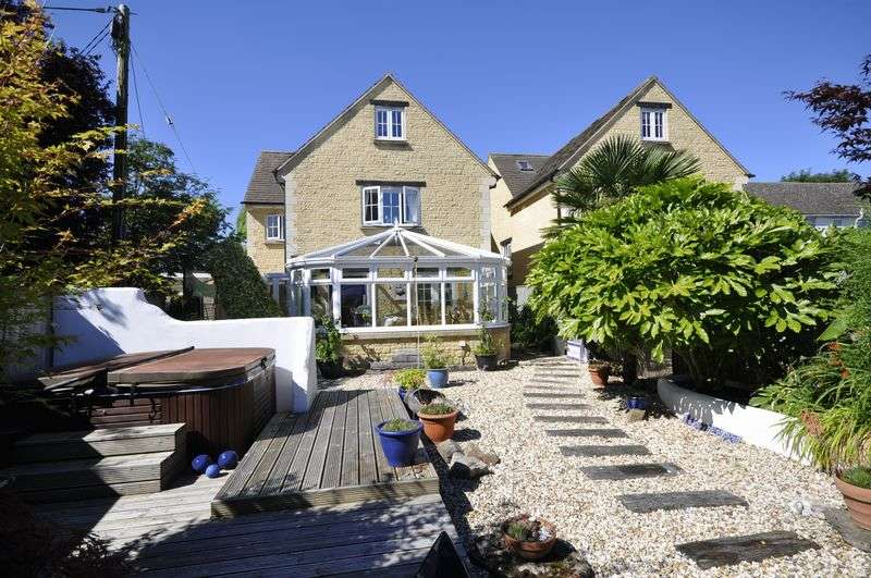 4 Bedrooms Detached House for sale in Witney Road, Witney