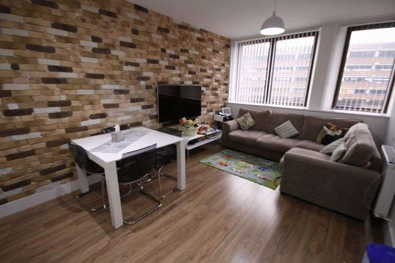 2 Bedrooms Flat for sale in Eleanor House, Waltham Cross, EN8