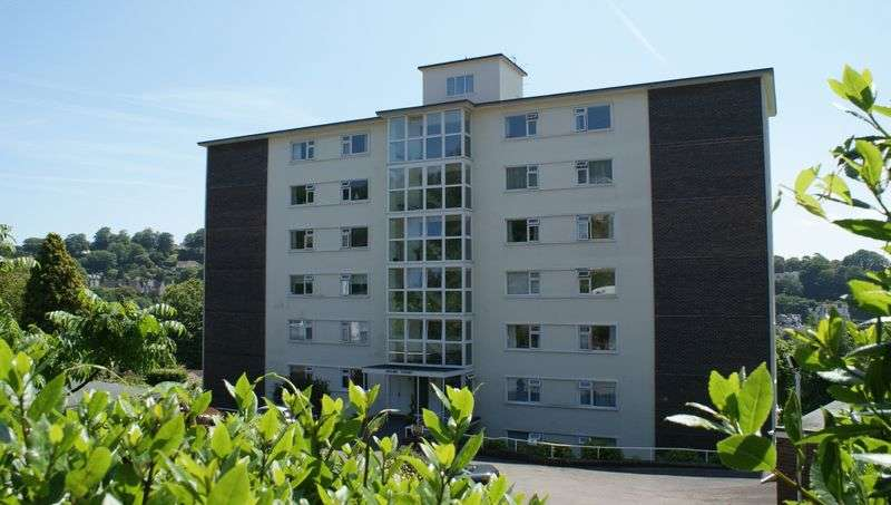 2 Bedrooms Flat for sale in THE WARBERRIES
