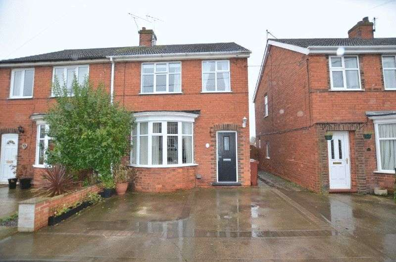 3 Bedrooms Semi Detached House for sale in Northlands Road, Winterton, Scunthorpe