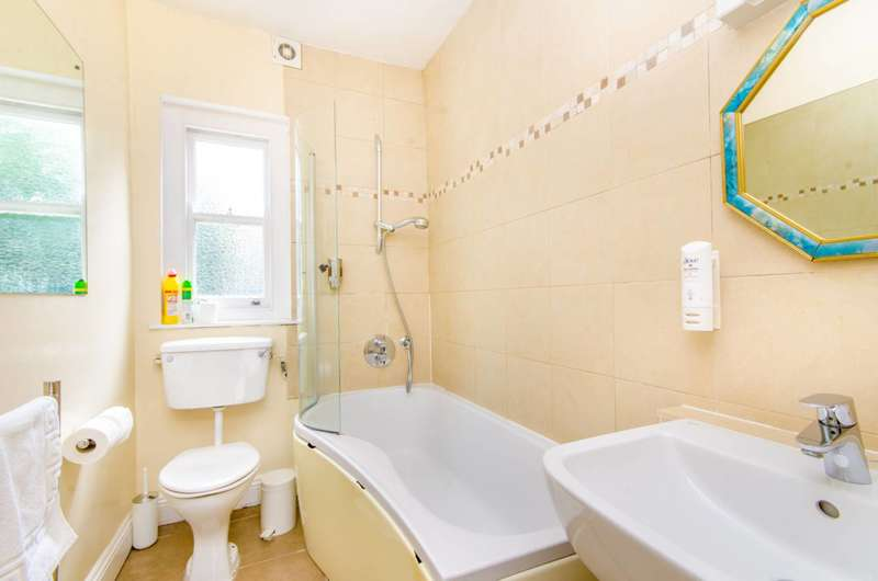 2 Bedrooms Flat for sale in Wharfdale Road, King's Cross, N1