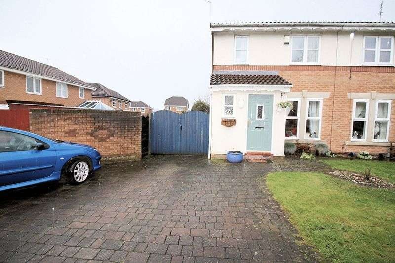 4 Bedrooms Semi Detached House for sale in Tamar Close, Whitefield