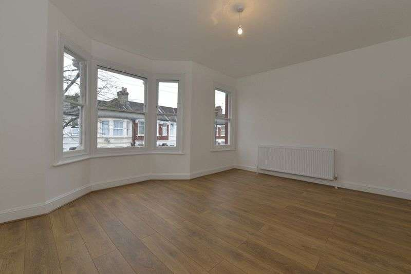 2 Bedrooms Flat for sale in Kitchener Road N15