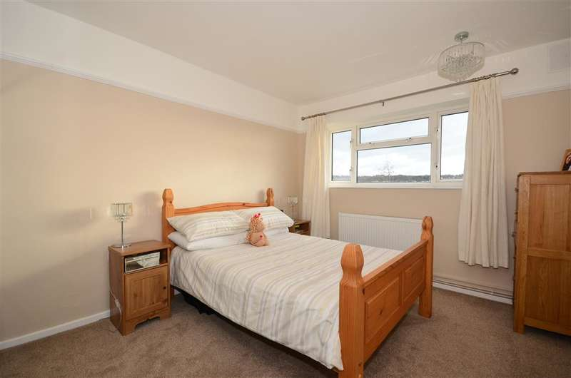 2 Bedrooms Apartment Flat for sale in Kingsdown Avenue, South Croydon, Surrey