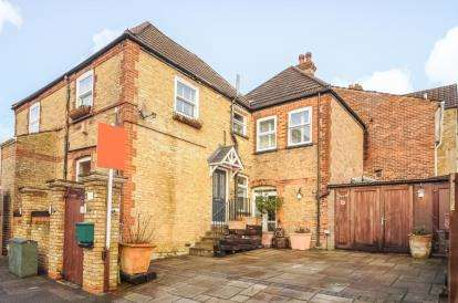 2 Bedrooms Maisonette Flat for sale in Worlds End Lane, Green St Green, Orpington, Kent