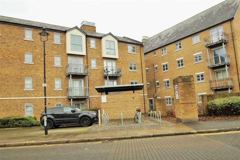 2 Bedrooms Apartment Flat for sale in Rotary Way, Colchester
