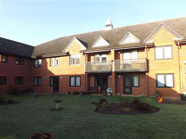 1 Bedroom Retirement Property for sale in Magnolia Court, Headley Road East, Reading