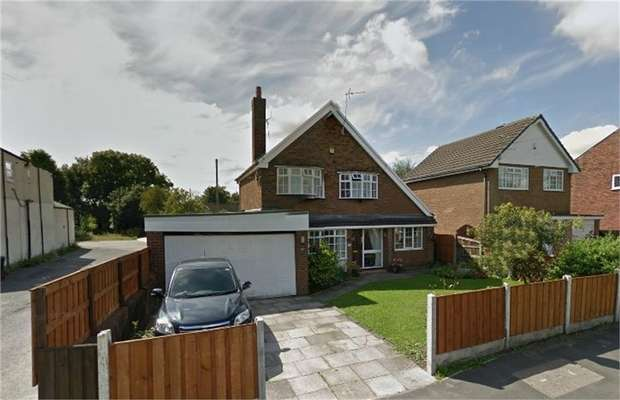 3 Bedrooms Detached House for sale in Golborne Road, Lowton, Warrington, Lancashire