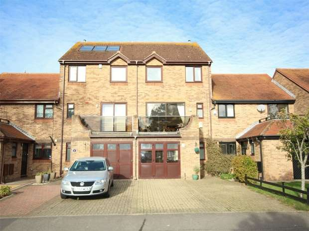 4 Bedrooms Town House for sale in Catalina Drive, Baiter Park, POOLE, Dorset