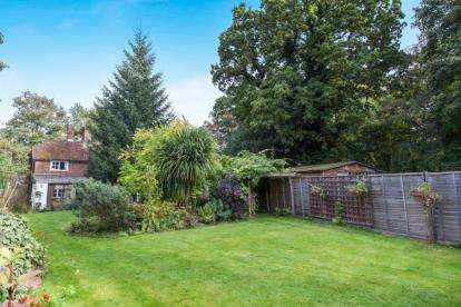2 Bedrooms Detached House for sale in Greatham, Liss, Hampshire