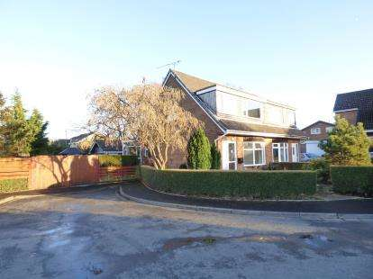 3 Bedrooms Semi Detached House for sale in Eton Close, Padiham, Burnley, Lancashire