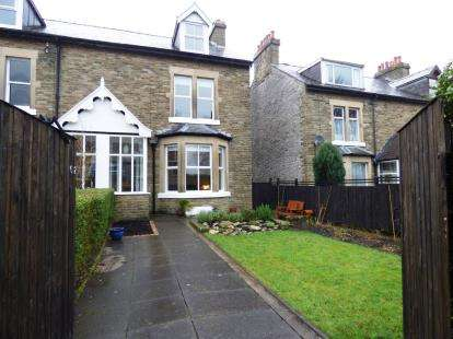 4 Bedrooms End Of Terrace House for sale in Crowestones, Buxton, Derbyshire