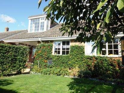 2 Bedrooms Bungalow for sale in Hundon, Sudbury, Suffolk