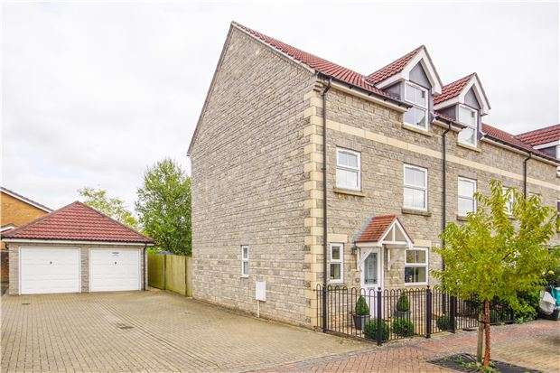 4 Bedrooms End Of Terrace House for sale in Trescothick Drive, O/Common, BS30 9TB