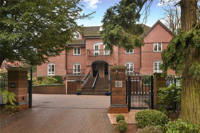 2 Bedrooms Apartment Flat for sale in South Park Crescent, Gerrards Cross, Buckinghamshire, SL9