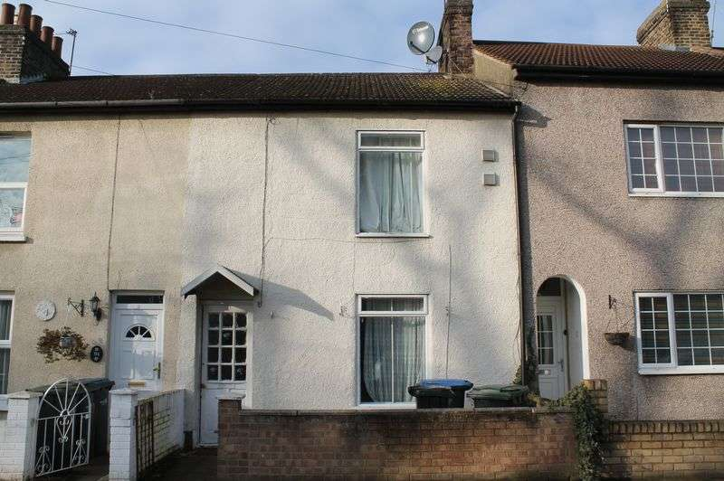 3 Bedrooms Terraced House for sale in Warwick Road, Enfield