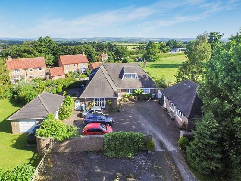 5 Bedrooms Detached House for sale in West Heslerton, Near Malton