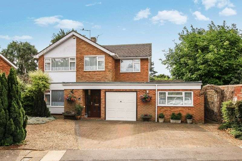 4 Bedrooms Detached House for sale in Sycamore Drive, Tring