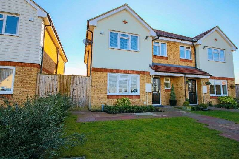 3 Bedrooms Semi Detached House for sale in Upland Road, Epping