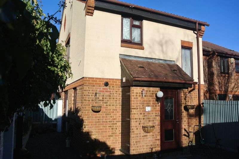 1 Bedroom House for sale in Great Oaks Chase, Chineham