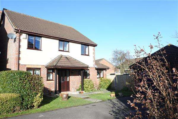 4 Bedrooms Detached House for sale in Buttercup Close, Gillingham