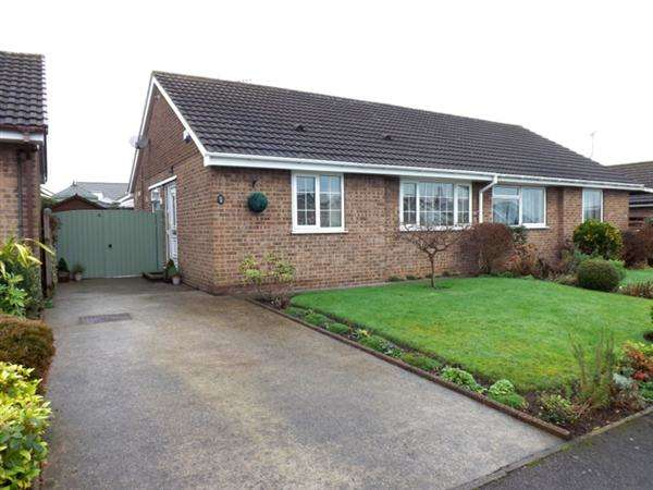 2 Bedrooms Semi Detached Bungalow for sale in Dukeries Court, Clowne, Chesterfield