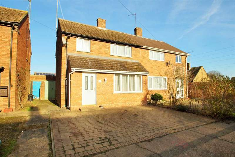 3 Bedrooms Semi Detached House for sale in Monkwick Avenue, Colchester