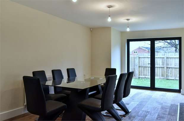4 Bedrooms Detached House for sale in Green Lane, Alverthorpe, WAKEFIELD, West Yorkshire