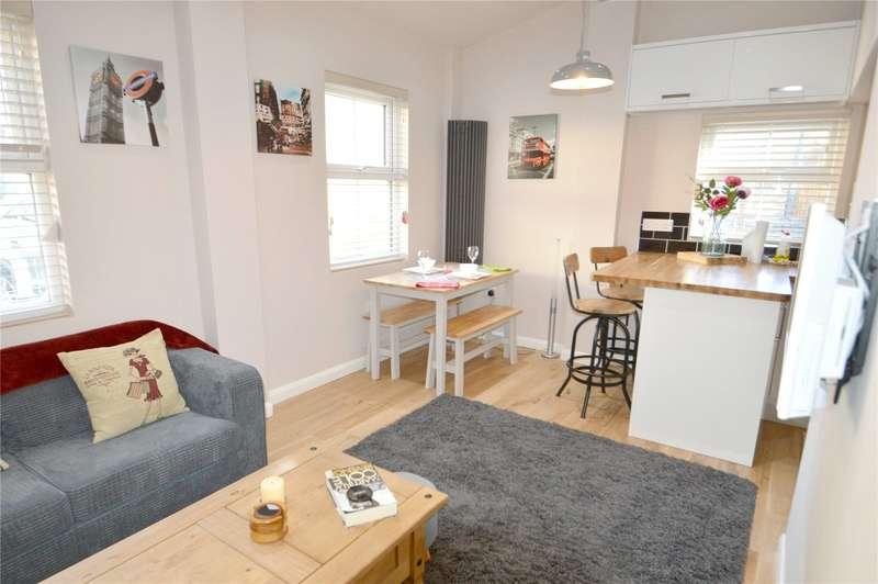 2 Bedrooms Detached Bungalow for sale in Neville Road, Croydon