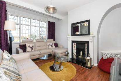 4 Bedrooms Terraced House for sale in Chigwell Road, Woodford Green