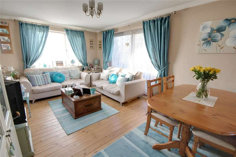 1 Bedroom Apartment Flat for sale in Langton Close, Addlestone, Surrey, KT15