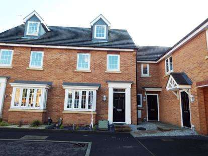 3 Bedrooms Semi Detached House for sale in Hickory Close, Newton-Le-Willows, Merseyside