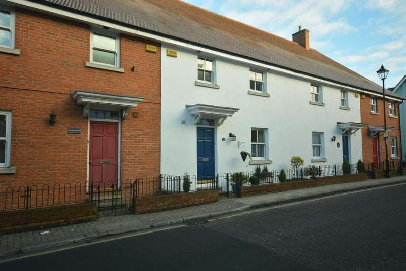 3 Bedrooms Terraced House for sale in WIMBORNE TOWN CENTRE