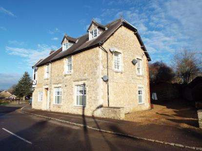 2 Bedrooms Flat for sale in Flat 2, 5 South Street, Castlethorpe, Milton Keynes