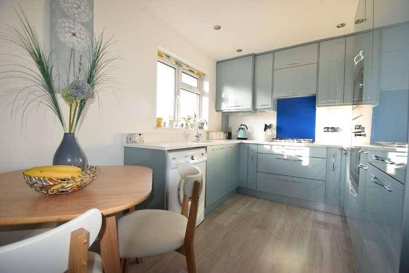 2 Bedrooms Flat for sale in Green Lane, Windsor, SL4
