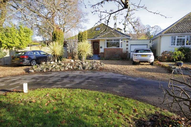 4 Bedrooms Detached Bungalow for sale in The Orchard, Bransgore, Christchurch