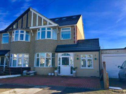 5 Bedrooms Semi Detached House for sale in Clayhall, Ilford, Essex