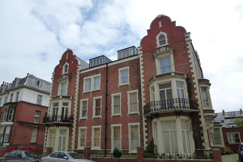 2 Bedrooms Flat for sale in Summerdale Apartments, Prince Of Wales Terrace, Scarborough, YO11 2AN