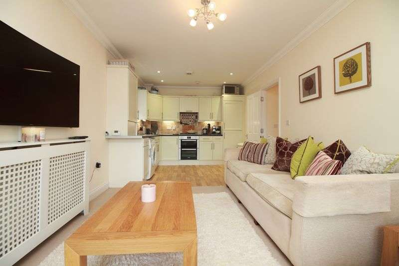 2 Bedrooms Flat for sale in Selsey Avenue, Bognor Regis