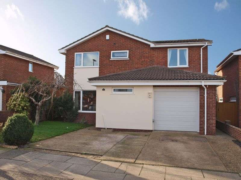 4 Bedrooms Detached House for sale in Bradwell, Great Yamouth