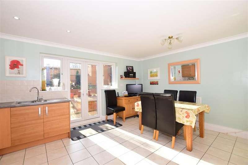 3 Bedrooms End Of Terrace House for sale in Fletcher Gardens, Snodland, Kent