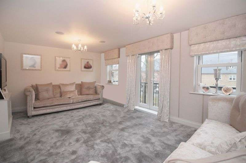 4 Bedrooms House for sale in Seymour Chase, Epping